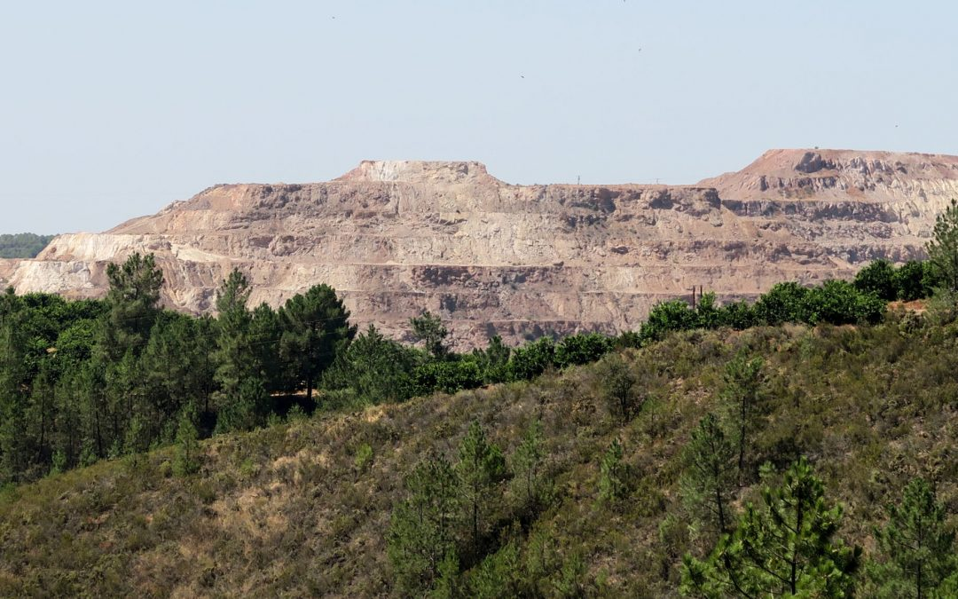 Une coline au Rio Tinto en Andalousie