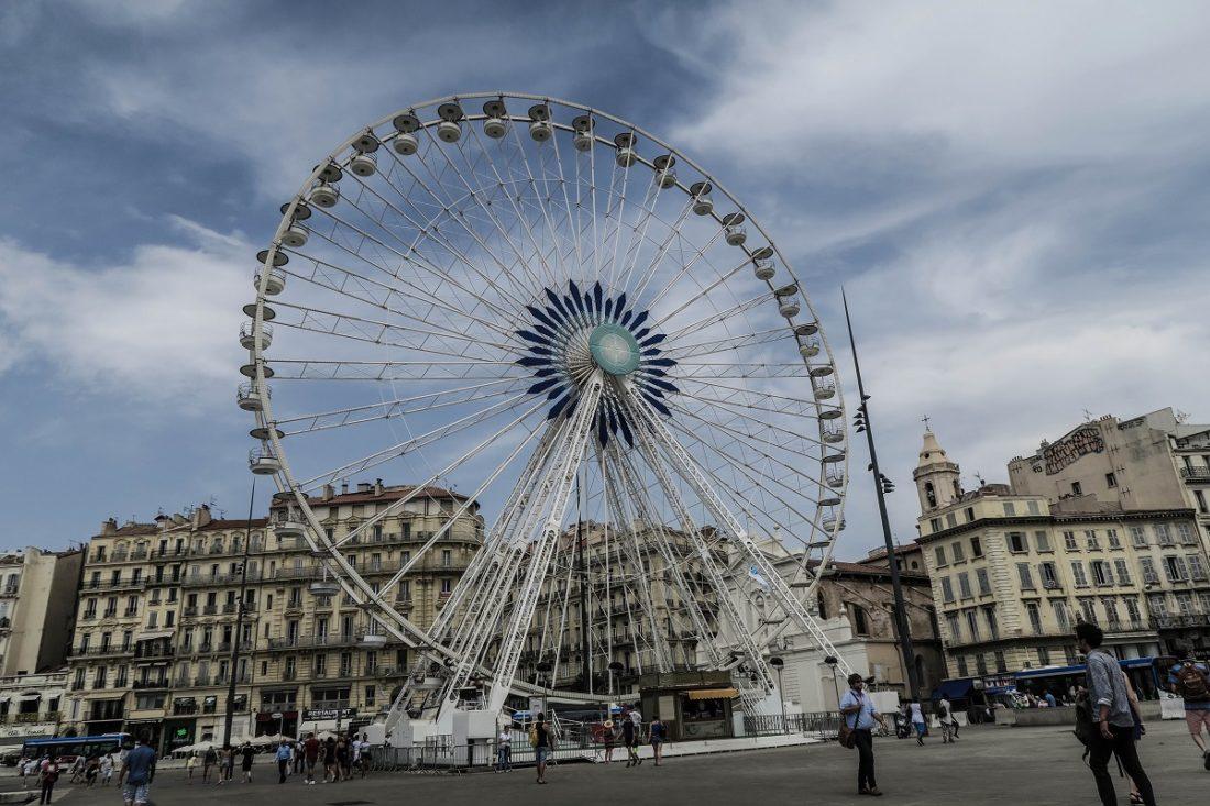 La grande roue sur le vieux port de Marseille