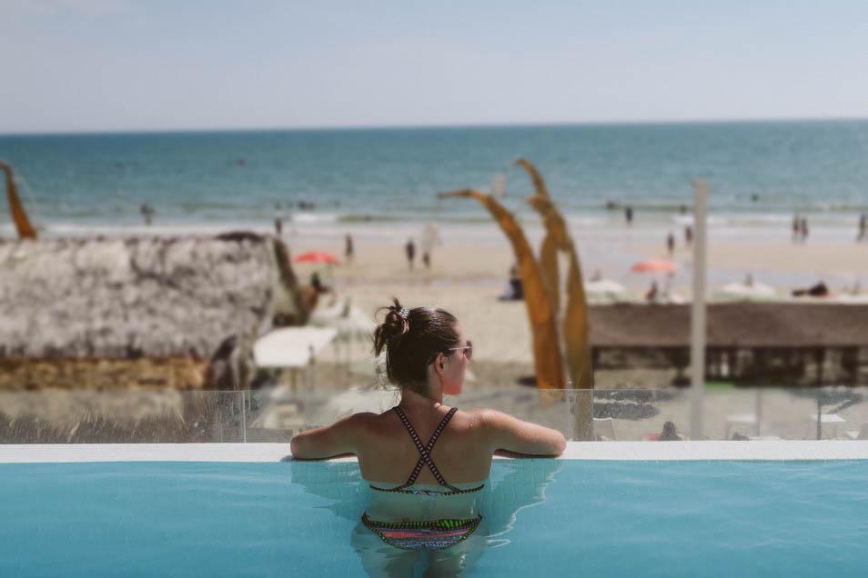Piscine avec vue sur la mer en Andalousie à Matalascanas