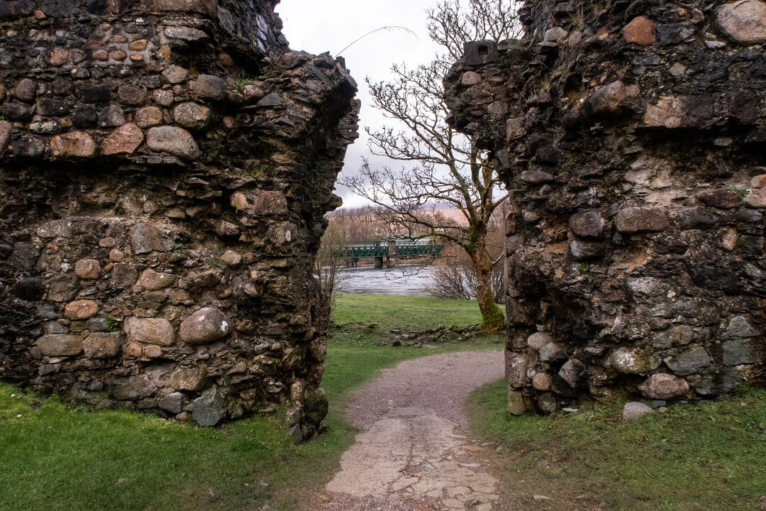 old-inverlochy-castle-ruins-scotland